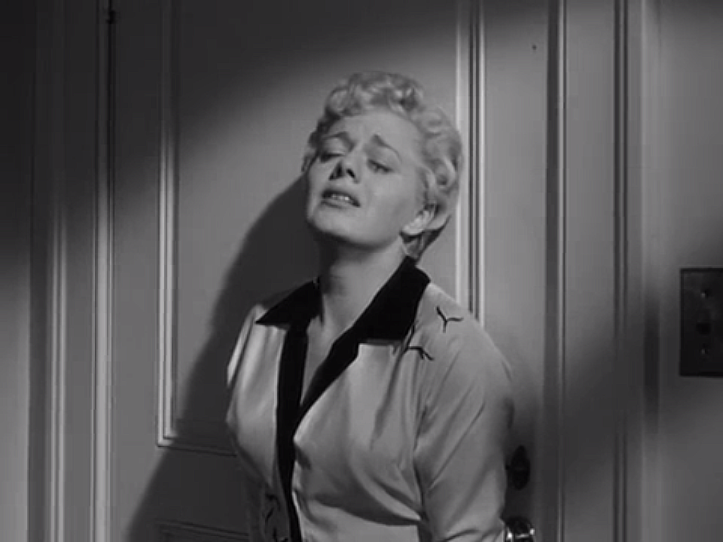 Shelley Winters, Executive Suite